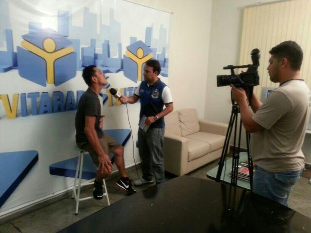 Mal cheguei e dei uma entrevista lá para uma TV local.