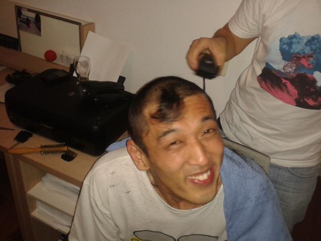 Corte de cabelo que durou apenas alguns segundos!