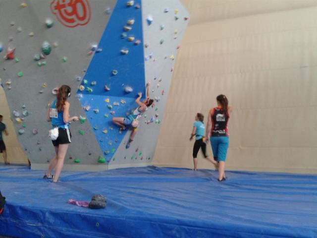 Jaim Kim e Jan treinando em dos muros disponíveis la.